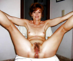 Sizzling unshaved matured pussy