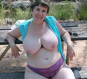 Free curvy bosomy mature nude photos