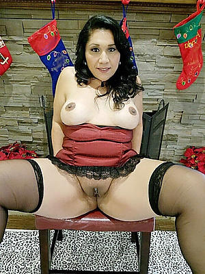 Lay pics of mature brunette woman