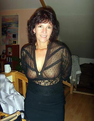 Nude full-grown brunette woman