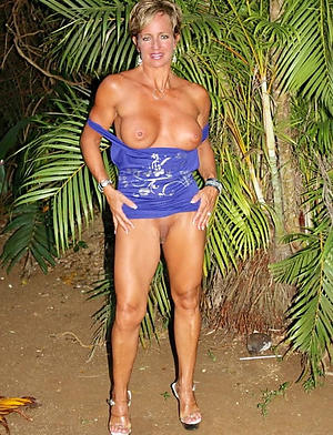 Amateur pics of mature nude legs