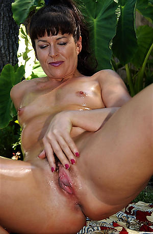 Pulling mature cougars overt amateur pictures