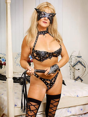 Mature cougars nude