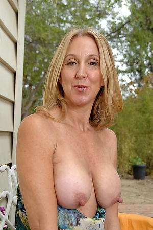 Amateur pics of unconforming european mature