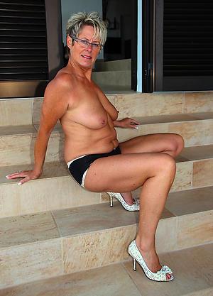 Pretty hot single women nude photos