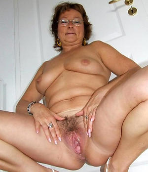 Mature wife loves bushwa