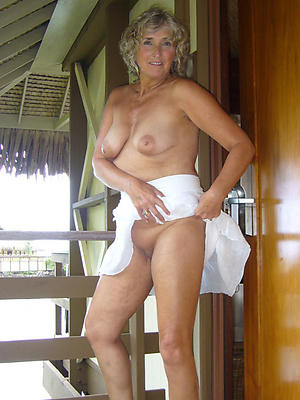 Beautiful naked mature wife pictures