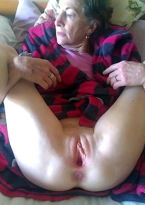 Amateur pics of sexy grandma tits
