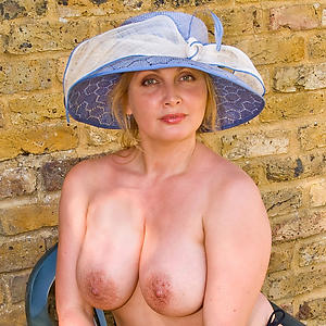 Pretty mature naked gentry