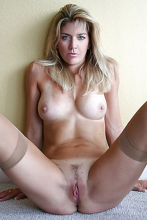 Inexperienced blonde moms fucked