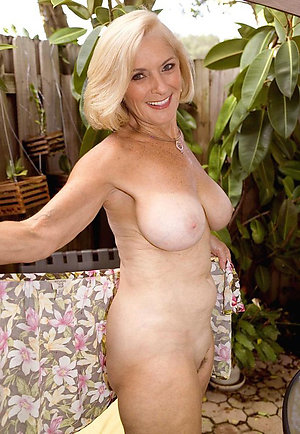 Xxx blonde mature wife pics
