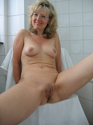 Pretty nude mature blonde