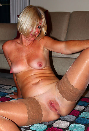 Xxx busty blonde mom amateur pics