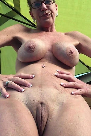 Naked solo mature milf unprofessional pics