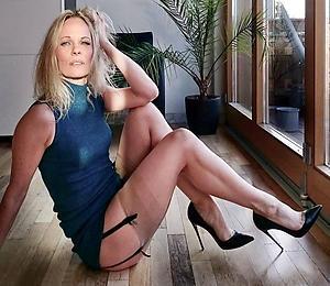 Beautiful mature milf porn pics gallery