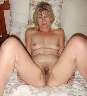 Xxx housewife milf nude photo