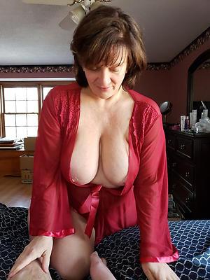 Pretty hot mature milf porn pics