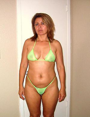 Xxx mature women in bikini real photo