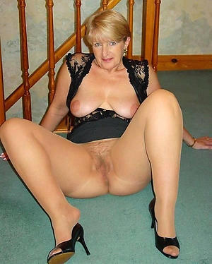 Amazing mature women pantyhose