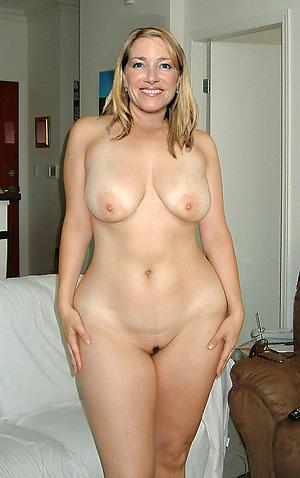 Naked mature slut pussy