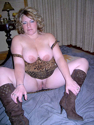 Naked cougar milf matured stripped