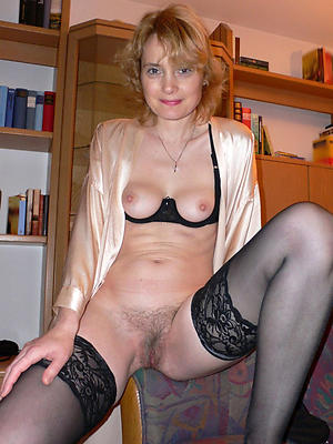 Nonconforming sexy grown-up cougar naked pics