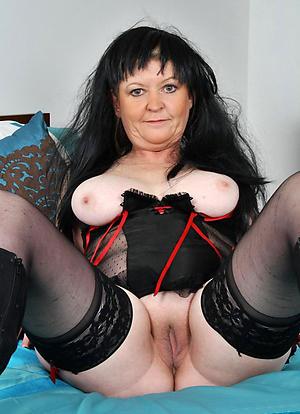 Sexy matured cougar posing nude