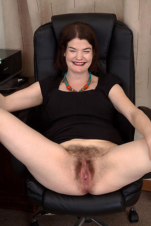 Amateur pics of unshaved pussy