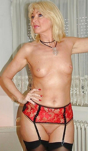Amateur pics of mature nude compacted tits