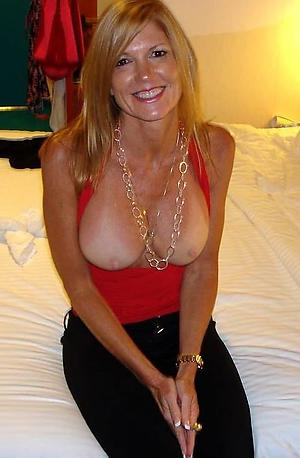 Real mature women 40 nude photos