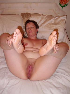 Bush-leaguer pics of mature nurturer feet