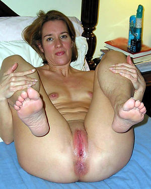 Naked grown up feet porn pics
