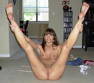 Favorite mature legs and hands nude pics