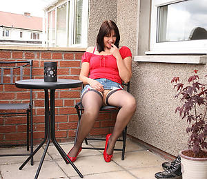 Naughty mature unfocused upskirt at a distance pictrues
