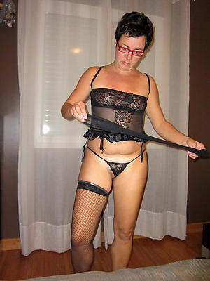 Pretty amateur mature women in glasses defoliated pics
