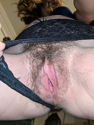 Inexperienced full-grown pussy close up naked like a flash