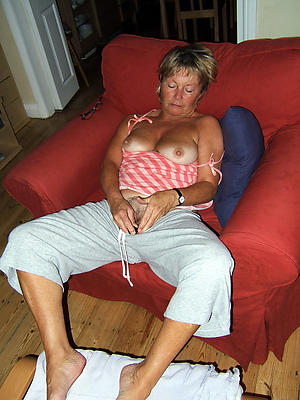 Slutty hot mature old bag nude pics