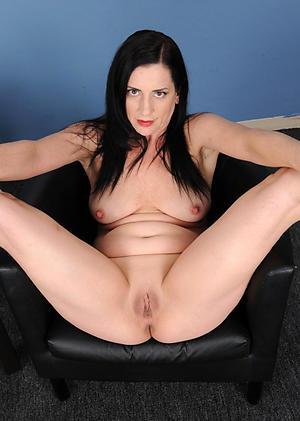 Pretty mature shaved women nude photo