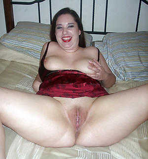 Free mature shaved pussy bare photo