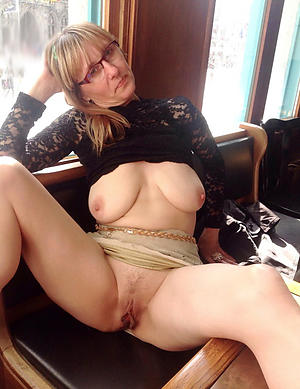 Mature wet pussy naked pictures
