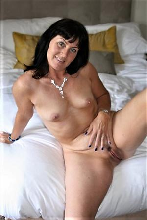 Free solo mature women nude pics