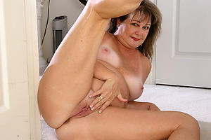 Amateur pics of hot sexy mature women