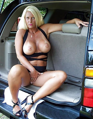 Curvy mature in motor vehicle naked pics