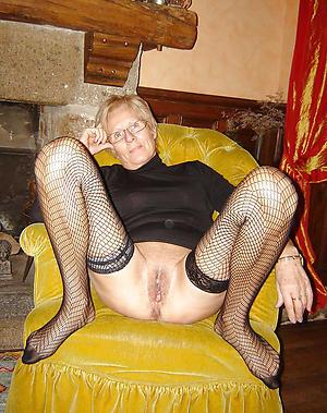 Wet pussy X mature legs
