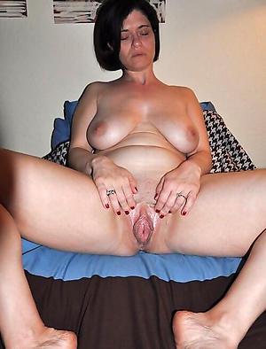 Amateur pics of mature single women