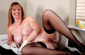 Naughty naked grown up cougar milf