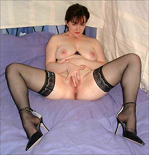 Slutty naked grown-up cougar women pics