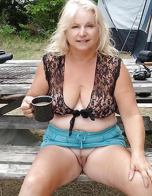 Slutty mature women upskirt pics