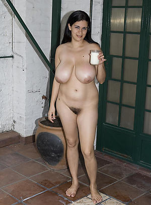 Amateur mature woman solo porn pics