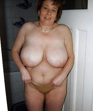 Xxx busty mature solo naked photos